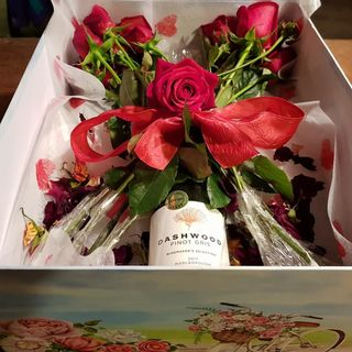One Dozen Long Stem Red Roses/Wine Boxed